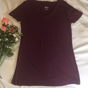 ✨Plum v-neck t shirt✨